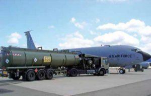 Заправка военного самолета