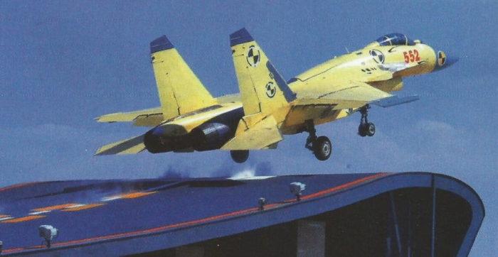 Предсерийный истребитель «Цзянь-15» выполняет взлет с трамплина на ДУЦ «Хулудао»