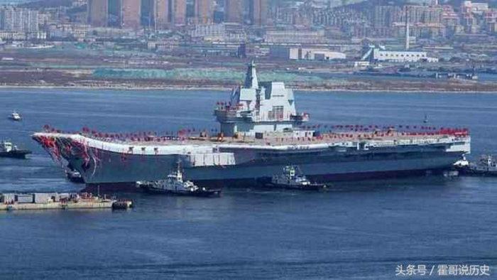 Авианосец «Шаньдун» выходит из сухого дока
