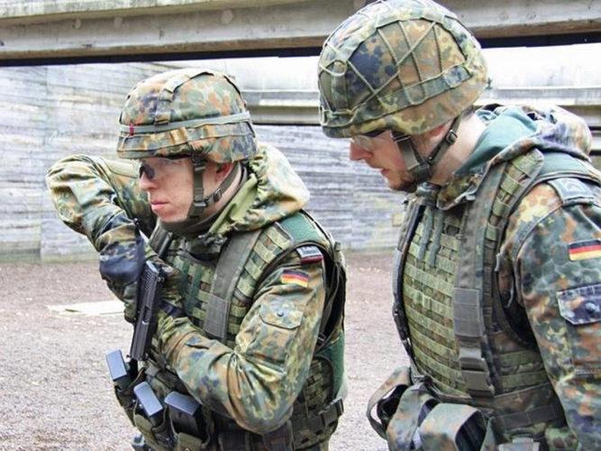 Упражнение с оружием под руководством инструктора