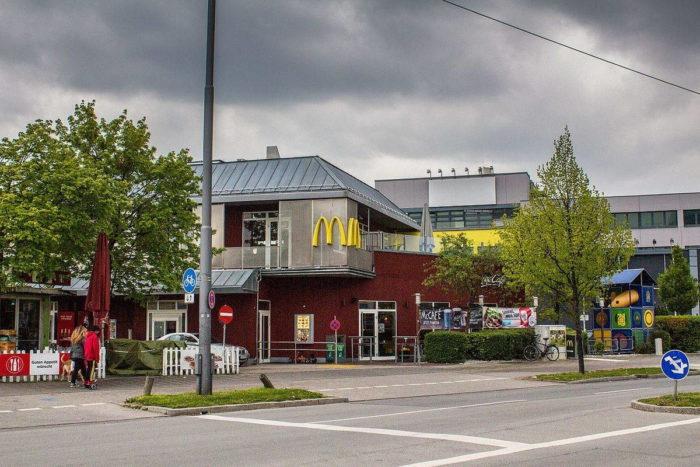 Ресторан быстрого питания McDonald's, в котором начался расстрел посетителей