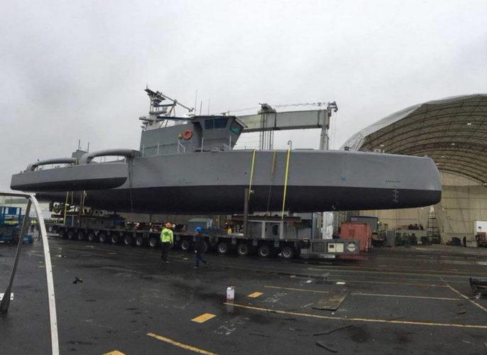 "Надводный необитаемый аппарат ""Sea Hunter"" перед спуском на воду"
