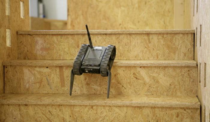 Преодоление лестницы роботом RABE