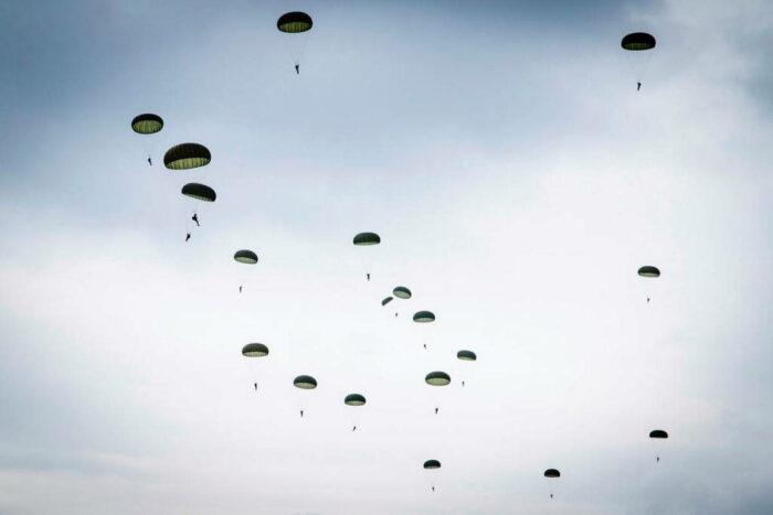 Десантирование парашютным способом