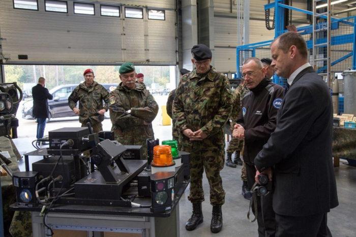 Йенс НОЙСМАНН руководитель RDA, информирует офицеров о техническом обеспечении ЦБП