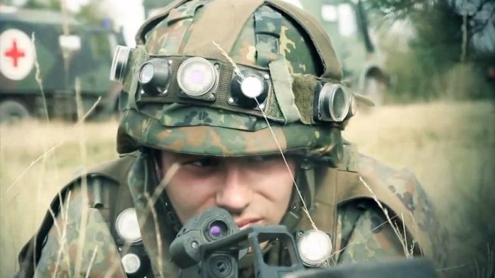 """Военнослужащий в экипировке оборудования """"АГДУС"""""""