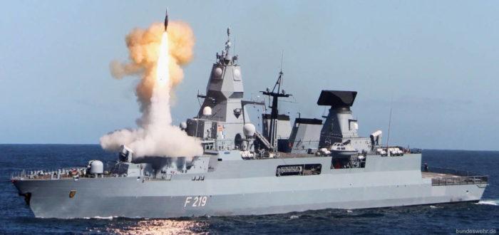 Пуск зенитной ракеты ESSM