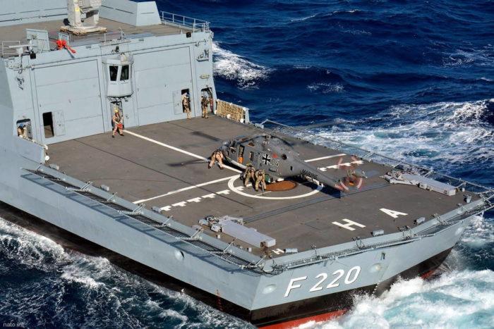 """Вертолетная палуба фрегата """"Гамбург"""" F220"""