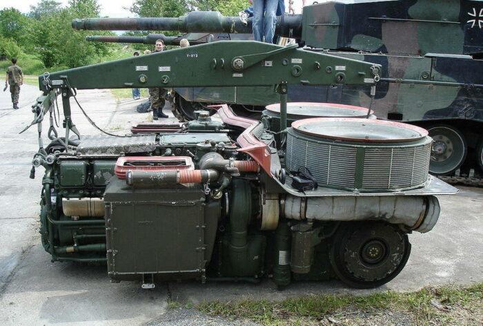 """Блок двигателя танка """"Леопард 2"""""""