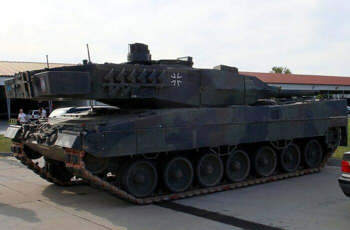 """Танк """"Леопард 2А5"""" с новой универсальной метательной установкой"""