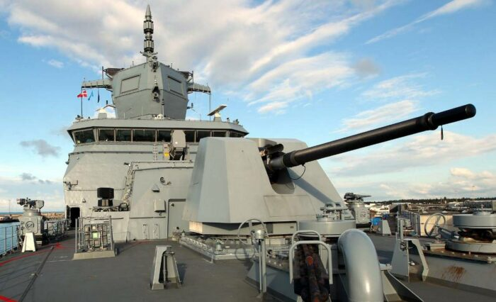 """127 мм орудие """"Ото Мелара"""" на фрегате F222 """"Баден-Вюртеммберг"""""""