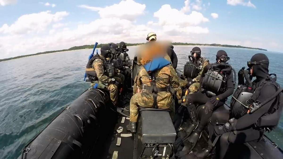 Вывод боевых пловцом с помощью катера