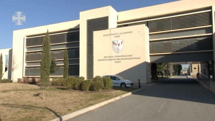 """Здание учебного центра для вертолета """"Тигр"""" в Ле Люк, Франция"""