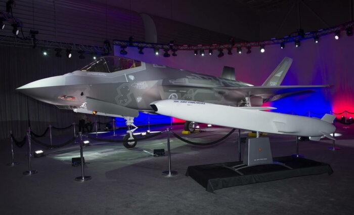 Истребитель F-35 и КРВБ JSM