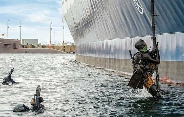 Подъем на бор корабля