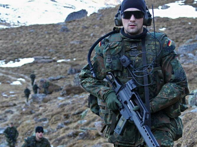 Полевое обмундирование KBEÜ на испытаниях в горах Австрии