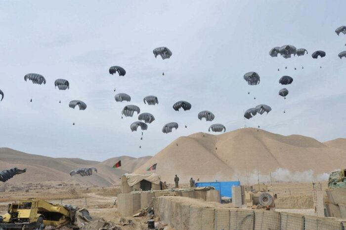 Десантирование грузов в Афганистане на удаленную оперативную базу