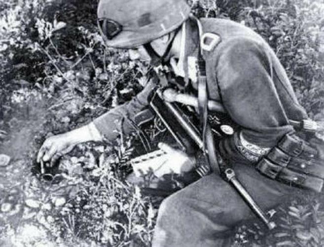 Завершающая установка детонатора после маскировки мины