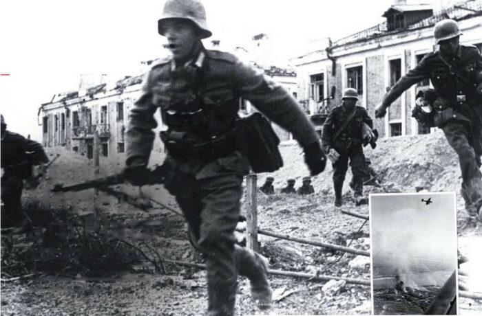 """Мимо развалин бегом: каждый метр мог принести смерть. Вставка: штурмовик Ю-87  """"Штука"""" над Сталинградом."""