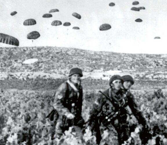 Десантники вермахта на острове Крит в мае 1941 г.