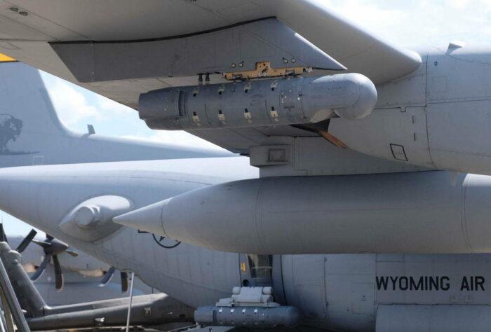 Обзорно-прицельный контейнер под крылом самолета ВТА