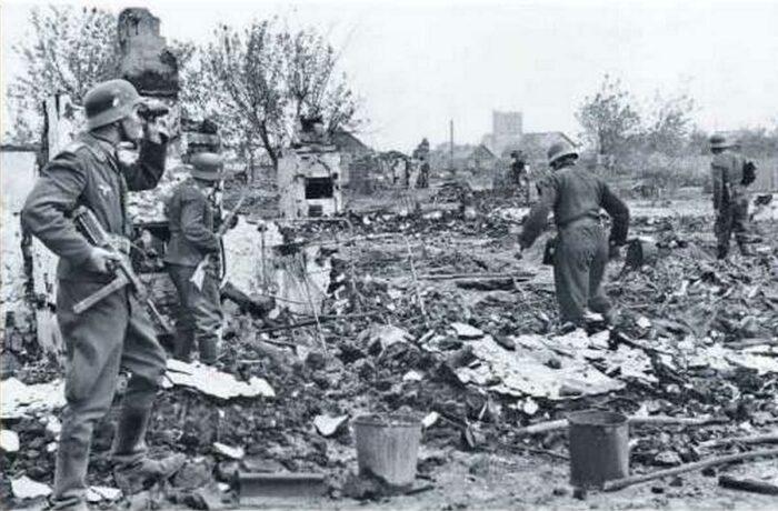 Руины: даже на окраинах вперед продвигались с трудом, к центру борьба становилась еще ожесточеннее