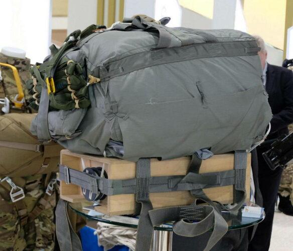 Одноразовая управляемая планирующая грузовая парашютная система