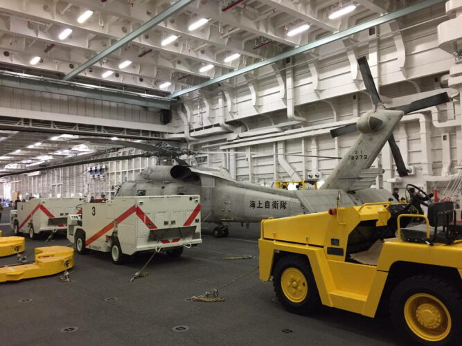 Вертолет SH-60J/K в ангаре ЭВ проекта 22DHH