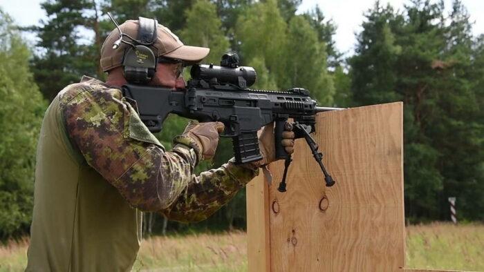 Автоматическая винтовка со снайперским прицелом