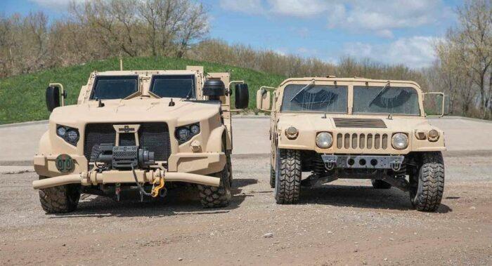 """Автомобили JLTV (слева) и """"Хамви"""" (справа)"""