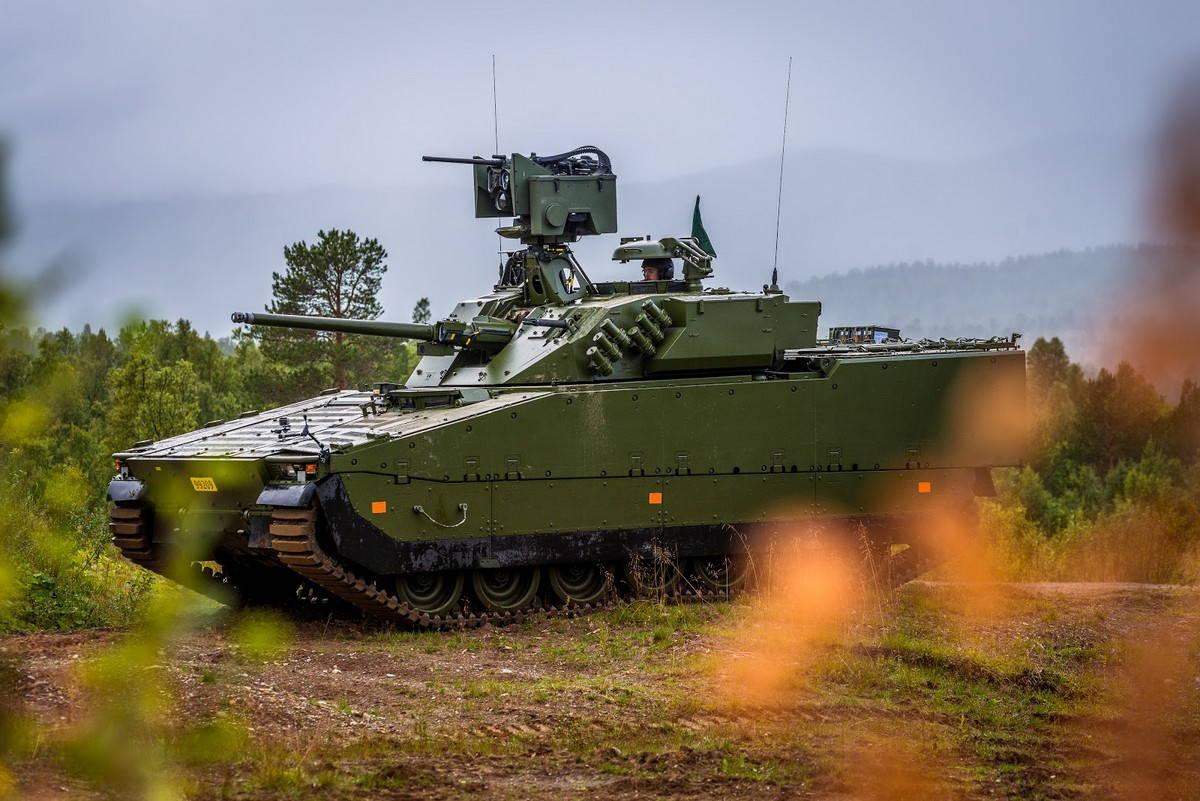 F4-BMP-CV90.jpg