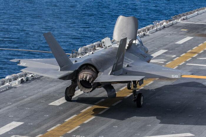 Истребитель F-35B с укороченным взлетом
