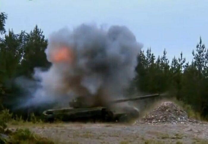 Поражение ракетой NLAW брониронаной цели