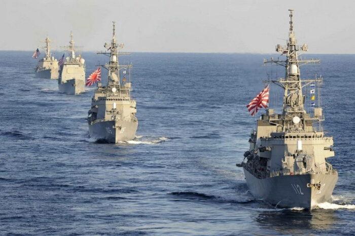 Корабли ВМС Японии и США в совместном строю