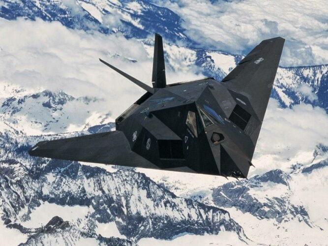 """""""Стелс"""" истребитель F-117 ВВС США"""