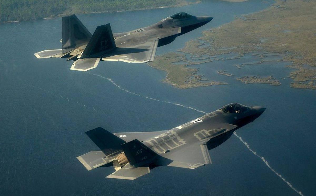 Американские истребители «стелс» – проблема коммуникации