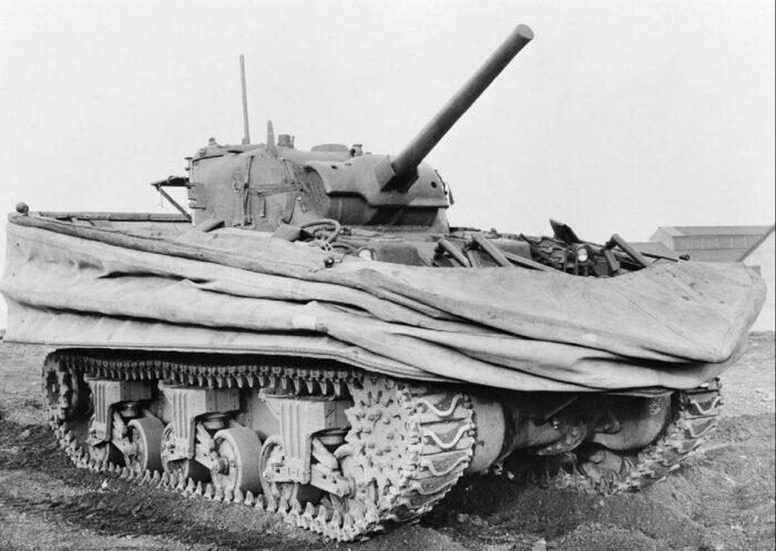 Американский плавающий танк M4A2 (DD) SHERMAN