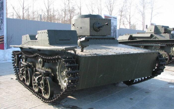 Советский плавающий разведывательный танк T-38