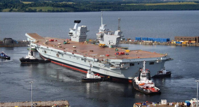 Авианосец ВМС Великобритании HMS Queen Elizabeth