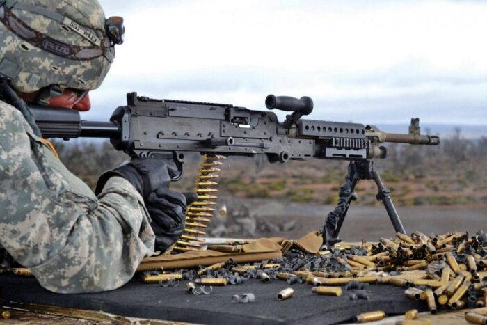 Универсальным 7,62 мм пулеметом M240