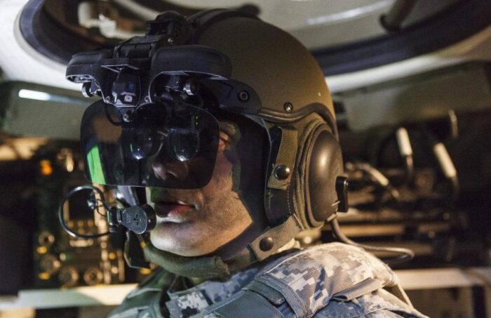 Шлем командира и механика-водителя с дисплеем