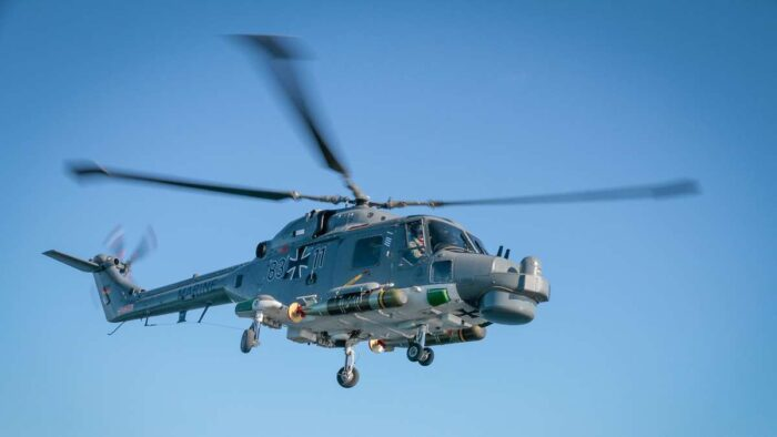 "Вертолет ""Sea Lynx Mk 88A"" с двумя торпедами"