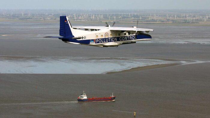 Самолет контроля разливов нефти Do 228