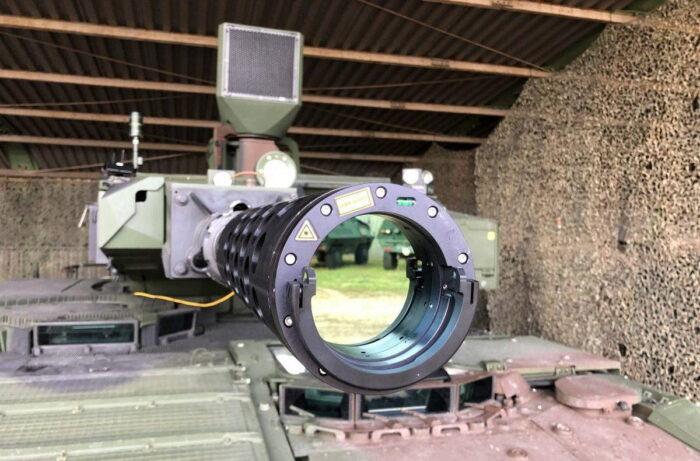 """Лазерный излучатель AGDUS на пушке БМП """"Пума"""""""