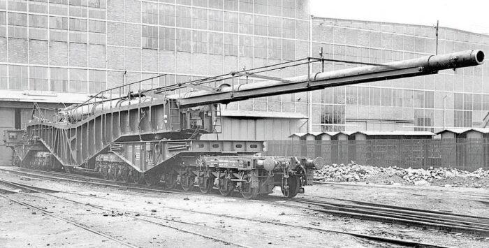 Орудие на железнодорожной платформе