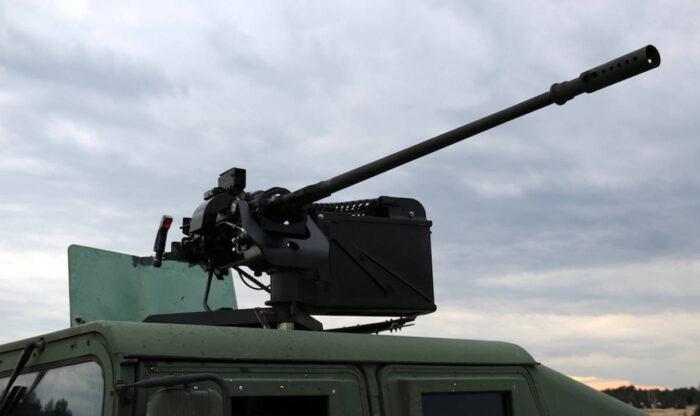 20 мм автоматическая пушка P20 на бронемашине
