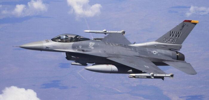 Истребитель прорыва ПВО F-16CJ Wild Weasel