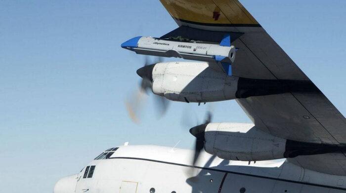 Х-61А под крылом материнского самолета С-130А