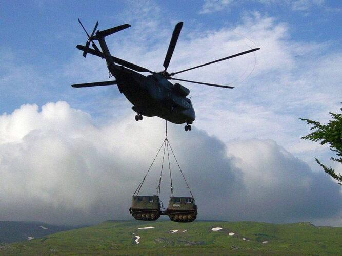 Переброска на внешней подвеске тяжелого транспортного вертолета