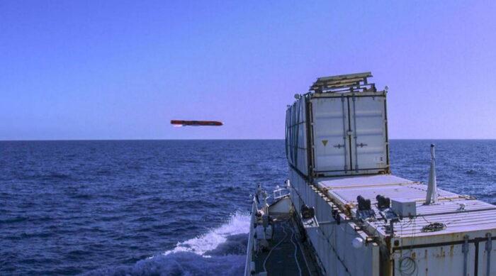 Противокорабельная ракета Sea Venom поражает цель